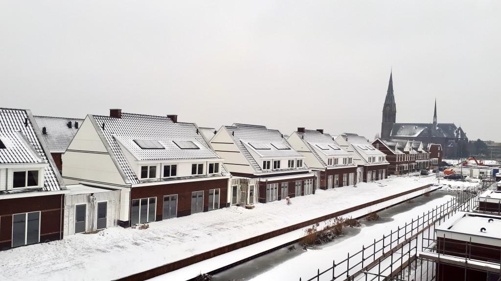voor+vervolg Volop activiteit in Poeldijk dorp sneeuw